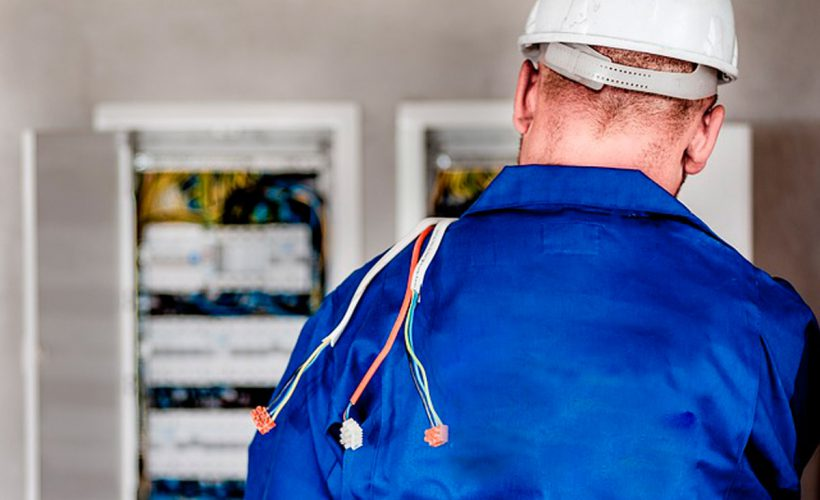 Sådan finder du en elektriker online i Aalborg