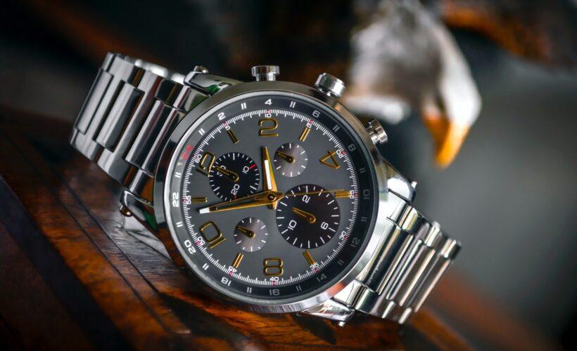 sølv ur med gulv visere på